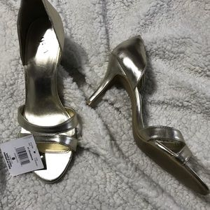 Shoes - BNWT muted gold heels
